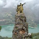 Statue indsat på klippetop